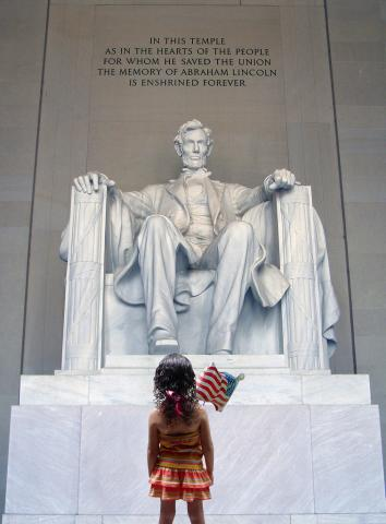 Young girl looking at the Lincoln Memoria